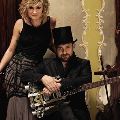 """Single Review: Sugarland, """"Stuck Like Glue"""" – Country Universe"""